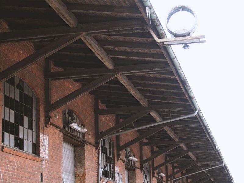 Güterbahnhof mit Uhr